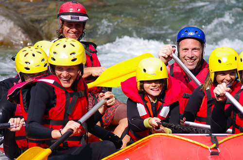 The magic period for a weekend discovering live white water with family or friends